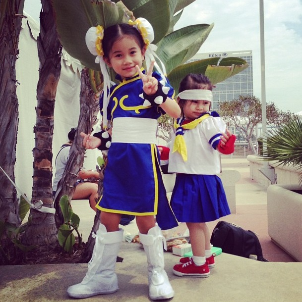 cosplay-streetfighter-chun-li-and-sakura-kids-01