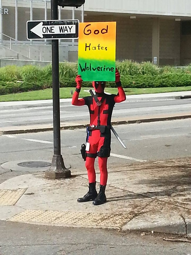 cosplay-signs-protestingprotests-deadpool-hates-wolverine
