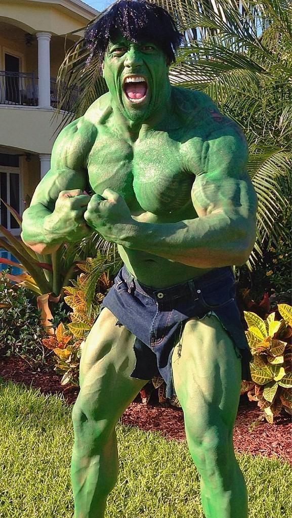 cosplay-Dwayne-Johnson-the-rock-the-hulk-costume