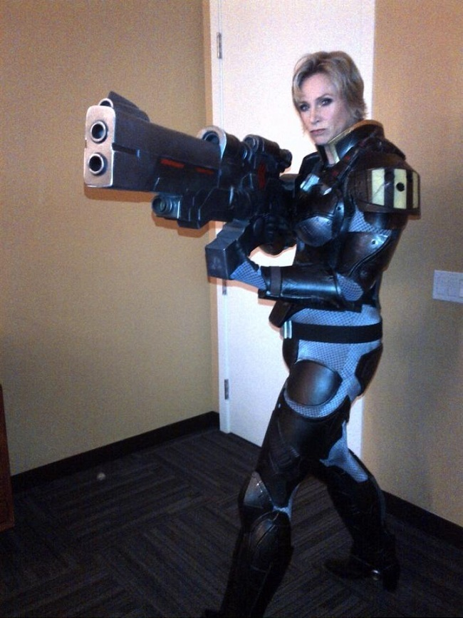 cosplay-Jane-Lynch-wreck-it-ralph-meta-costume